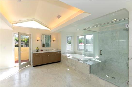Master Bath:Spa